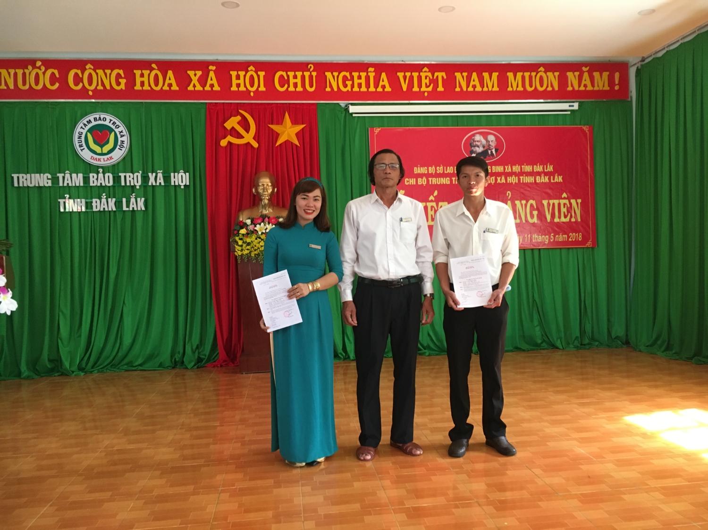 Chi bộ Trung tâm Bảo trợ xã hội tỉnh Đắk Lắk tổ chức lễ kết nạp đảng viên mới